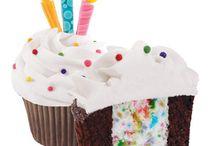 Cupcakes<3 / by Kayla Wilson