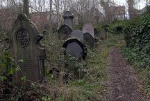 The life of the dead is placed in the memory of the living... / Cemeteries!
