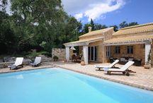 Corfu / Une riche végétation, de très belles plages, une magnifique architecture vénitienne, des villages pittoresques et une vie nocturne animée en ont fait une île très populaire. Découvrez nos propriétés sur www.onoliving.com