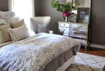 Bedroom (mom)