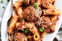 meatballs cooked in spaghetti sauce