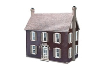 Doll Houses and Miniatures / by Phyllis MacKenzie