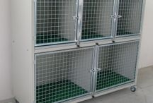 Veterinary Cages / Our hospital cages are the ideal solution for veterinary practices and pet shops. They can be used as a shelter for injured animals or operated, or as a box for puppies for sale and exposure to various animals. Measures customizable, easy to use and clean, maximum resistence and hygiene guaranteed.