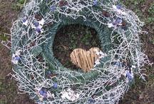 Koszorú - Wreath / A koszorú egy forma, amiből lehet kegyeleti dísz, ajtódísz, adventi dekoráció és még sok-sok minden Nézd meg azt is: http://balkonada.cafeblog.hu/?s=koszor%C3%BA&byBlog=1