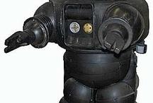 """Robot / """"Noi robot non possiamo provare emozioni e questo mi rende molto triste."""" Futurama 1999"""