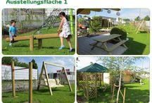 Ausstellung / Unsere Ausstellung für Kinderspielanlagen. Hier haben wir Spieltürme, Schaukeln, Spielhäuser, Sandkasten sowie einiges aus unserem Programm für Gartenausstattung aus Holz für sie aufgebaut.