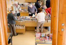 Dag van de Bibliotheek (IJsselstein)    1 november 2014 / De foto's in dit album zijn gemaakt door leden van fotoclub Ef Elf.Bezoekers namen uitgebreid de tijd om te snffelen op de Boekenmarkt en de Boekendokter deelde lees- en kijkrecepten uit. Kinderen en volwassenen vermaakten zich bij de gevarieerde activiteiten: kennismaken met IJssel. schrijvers, workshop Dansletters, natuureducatie, ambachtelijke stadswandeling, workshop vogels van papier en de Boekenborrel.De openingsdag van NL Leest en samen vierden we dat de Bibliotheek er is voor iedereen.