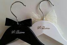 Perchas personalizadas bodas / Perchas personalizadas para bodas. Novia, novio, madrina, madre, padrino, padre, hermanas, damas de honor, pajes...