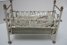 Doll's cots