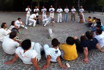 #Capoeira a Spazio Aries! / La #Capoeira si svolge in un clima di #festa, #musica e #gioco, dove i rivali si collocano al centro di un cerchio, solitamente formato da persone, che prende il nome di #Roda. L'azione comincia all'iniziare della #musica del #Berimbau, lo strumento che viene usato per questa pratica.