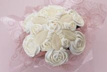 Cupcake Gifts / Send cupcakes instead of flowers with these delicious cupcake bouquets #cupcakes #cake #uk
