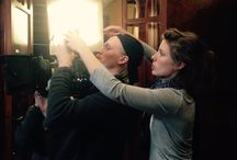 Tournage Rimbaud / Accueil d'une équipe de production pour le tournage d'un court métrage consacré à la découverte de l'édition princeps d'une saison en enfer d'Arthur Rimbaud par Léon Losseau (1901)