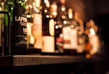 カフェ・バー / オーナーのこだわりが詰まった飲食店やそのインテリア、グッズ。同じ趣味を持った同士たちが集まり、楽しむ場所になる。  コーヒー/ビール/カレー/ダーツ/ビリヤード
