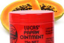 LUCAS PAPAW REMEDIES / Crème multi-usage naturel d'origine australienne. Issu du papayer, l'ingrédient principal est utilisé pour ses propriétés anti-flammatoires. L'Australie regorge de fruits exotiques, dont la papaye matières premières de notre crème fétiche. C'est ainsi que le docteur Lucas a créé le baume Lucas Papaw il y a des centaines d'années..