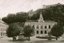 Naša zgodovina / Our history / Ljubljana Puppet Theatre was founded in 1948, and since 1984 it permanently resides at Mestni dom (Civic Home), located on Krekov Square. Gledališče je bilo ustanovljeno leta 1948, od leta 1984 ima prostore v Mestnem domu na Krekovem trgu.