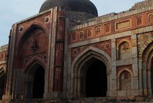 Historical places in Delhi / Places to visit in Delhi. Delhi sightseeing includes JamaliKamali Mosque and Tomb, Quli Khan's Tomb, Rajon Ki Baoli...