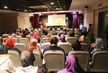 Bugün Hicri yeni yıl programımız ile 1436 senesine girdiğimizi idrak ettik. / Bugün Hicri yeni yıl programımız ile 1436 senesine girdiğimizi idrak ettik. Ortaokul ve lise öğrencilerimizden iki gruba yönelik yapılan iki program ile 25 Ekim 2014 Cumartesi günü 1 Muharrem 1436 hicri yılbaşımız olduğunu hatırladık.