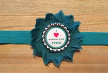FPIES / I ❤️ Someone with FPIES, FPIES Warrior, and FPIES Awareness Teal Headbands and keychains.    Headbands are made with 5/8 inch soft elastic and flower has a fleece backing for the most comfortable fit.   For every FPIES item sold, a portion of each sale will be donated to The FPIES Foundation to support their mission and fund research.   Food Protein-Induced Enterocolitis Syndrome (FPIES) is a type of food allergy affecting the gastrointestinal (GI) tract. Classic symptoms of FPIES include profound vomiting, diarrhea, and dehydration. These symptoms can lead to severe lethargy, change in body temperature and blood pressure.  Typically, FPIES effects infants and small children.