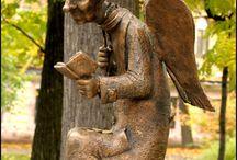 Statues with books / Памятники книгам или людям / животным / существам с книгами