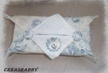 Boîte à mouchoirs et Étuits à mouchoirs / En tissus ou en bois