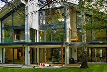 Designhaus / Willkommen in deiner Zukunft! Du bist anderen schon immer einen Schritt voraus, bist Trend- und Jetsetter. Mit Baufritz wird dein Zuhause zum Ausdruck deiner Persönlichkeit. In einem Baufritz-Designhaus präsentierst du deine Individualität nach Außen. Hier tankst du Kraft, um am nächsten Tag wieder Vollgas geben zu können. Das ist dein Reich! Hier und jetzt! Das Baufritz-Designhaus – der Spiegel deines besonderen Lebens.