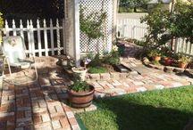 Anyone can lay a professional looking brick walkway, pathway / The Patio Pal brick laying guides