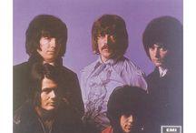 Deep Purple / I Deep Purple sono un gruppo musicale hard rock inglese, formatosi a Hertford nel 1968. Insieme a gruppi come Led Zeppelin e Black Sabbath, sono considerati fra i principali pionieri del genere heavy metal.