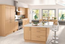 Portofino / For a kitchen that places the emphasis on atmosphere, choose Portofino. The smooth moulded edged doors with a wood grain effect, creates a distinctive looking kitchen. The finish is attractive but hardwearing, and an impressive range of accessories are available for that personal touch.