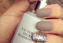 Matte nails glitter
