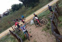 Aventuras: Sancha Brava 28 de septiembre. / Desafiando el mal tiempo y los barrizales, 11 intrépidos ciclistas se atrevieron a acompañar a Manu y Cris hasta Sancha Brava