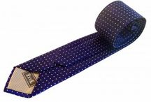 Corbatas de topos / Corbatas de seda en distintos tonos y estampados. Para sentirte especial vistiéndolas. Demostrarás muy buen gusto con este tipo de corbatas, que añaden originalidad a tu aspecto.