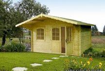 Casetas de madera para el jardín / Las casetas de madera de AIRES DE JARDIN, son aquellas las que buscamos algo más que el típico armario donde guardar trastos. Sus dimensiones hacen que sean productos idóneos para un despacho, o una habitación de invitados. Con las casetas de madera, podrás ampliar tú vivienda, sin necesidad de sufrir las incomodidades de una obra, y conseguir un resultado, rápido, limpio, y de la más alta calidad.