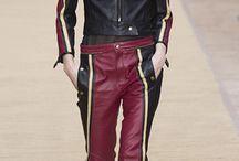 Moto / Комбинезоны из кожи, трикотажа, ботинки в духе моторейсинга, кожаные куртки и штаны.