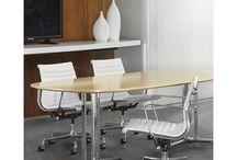 Konferenzraum & Bürogestaltungsideen / Finden Sie hier für Ihre Büroräume und Besprechungsräume tolle Einrichtungsideen. Büromöbel kann man perfekt zu unterschiedlichen Stilen kombinieren und gestalten.
