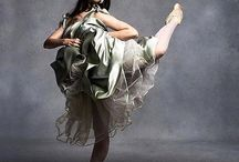 #Repost @balletbeautiful ・・・  rp @michaelavedonphotography for @crfashionbook @norellnewyork @michaelavedon #attitude #pointe #BalletBeautiful #BalletBeautifulStyle