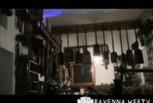 Museo Etnografico Sgurì - Ravenna / Nella campagna di Savarna si trova una casa contadina col suo casone, i bassocomodi e capanni in canna palustre, che ospita il mondo della cultura materiale e dell'artigianato rurale: si tratta di un'ampia raccolta di oggetti e attrezzi, partendo dagli utensili da cucina fino ad arrivare all'esposizione di tutti gli strumenti per i lavori domestici rurali.