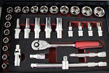 """83 Präzisionsteile – da fehlt nichts:  TECHNOLIT® Steckschlüssel-Kombikasten """"Rotator""""! / Der hoch funktionelle Steckschlüssel-Kombikasten """"Rotator"""" enthält mehr als 80 Werkzeuge und bietet maximalen Zugriff auf alle Komponenten bei minimalem Platzbedarf. Dafür sorgt der besondere """"Dreh"""" des extrem robusten Koffers – je nachdem, was man benötigt! Der obere Teil lässt sich einmal komplett drehen, das bietet in geschlossenem Zustand hervorragenden Schutz für das erstklassige Werkzeug und geöffnet den besten Zugriff."""