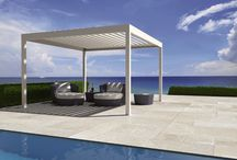 Louvered terrace covering - Algarve / A young and modern design ... you can place this covering wherever you like — on your terrace, next to your swimming pool or in your garden. Discover more: www.renson-outdoor.com