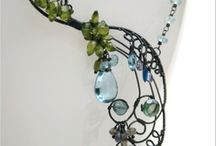 Arts and crafts to inspire / Working with wire and beads to create beautiful objects.