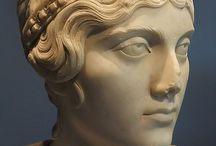 reenacting: statues / 3-4th century roman reenactment pannonia women