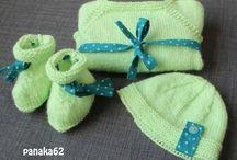 Brassière ,bonnet et chaussons de naissance