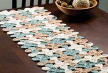 Caminhos de Mesa - Inspiração / Uma mesa também merece uma decoração! Caminhos de mesa inspiradores para deixar qualquer mesa linda!