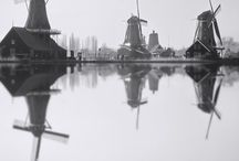 History Zaanse Schans / Beginning in 1961, numerous buildings were trasported to the Zaanse Schans by road and by water.