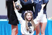 Mamamoo (마마무) / Bias : Hwasa Bias Wrecker : Moonbyul Members : Solar, Moonbyul, Wheein, Hwasa Fandom Name : MooMoo