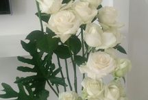 My ideas for roses / in friday every week, my aunty give me 50 to 100 roses for me to decoration in her vases in her home. so i share my roses ideas to you. i only decoration roses with help photo in pinterest for inspiration, i'm not reading book for flower or take privat teacher for flower.