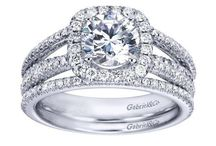 Halo Engagement Rings / Ideas for Halo Engagement Rings