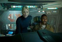 Prometeusz / Ridley Scott, reżyser filmów Obcy: Ósmy pasażer Nostromo i Łowca androidów powraca do gatunku science fiction, który sam współtworzył i pomagał zdefiniować. W obrazie PROMETEUSZ grupa naukowców i badaczy podróżuje do najmroczniejszych zakątków wszechświata w poszukiwaniu początków rodzaju ludzkiego Lecz to, co odkrywają może zagrozić życiu na Ziemi. Rozpoczyna się przerażająca batalia, w której stawką jest przyszłość całej ludzkości.