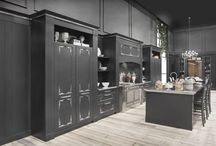 English Mood • The luxury kitchen • / The English Mood kitchen is now also available in a Luxury version. A few refined details give this collection a new look, making it more prestigious and aristocratic.
