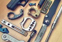 knife,weapons and brass knuckles