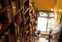 Stairs in bookshops / The beautiful way bookshops fill their staircases